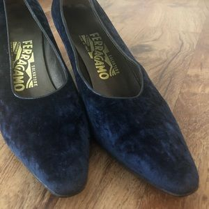 FERRAGAMO blue crushed suede kitten heel pump.